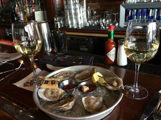 J Paul's: Oysters