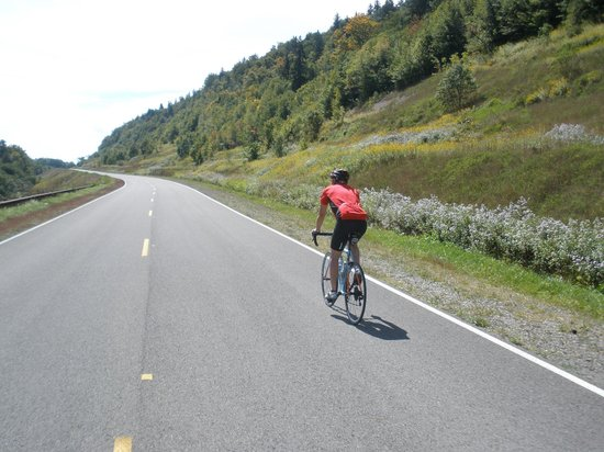 Highland Scenic Highway: Bike riding on the Scenic Highway