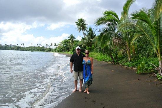 Qamea Resort And Spa Fiji: Black sand beach