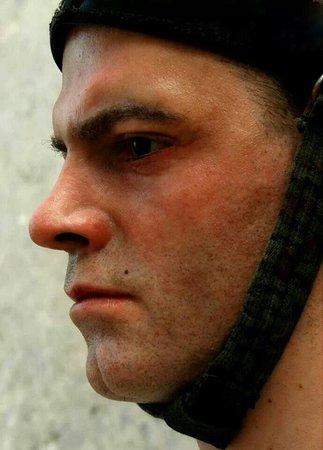 Ulucanlar Prison Museum : Ulucanlar Cezaevi'nin yeni askerleri... Gercek mi heykel mi sorusuna en guzel cevap yakindan go