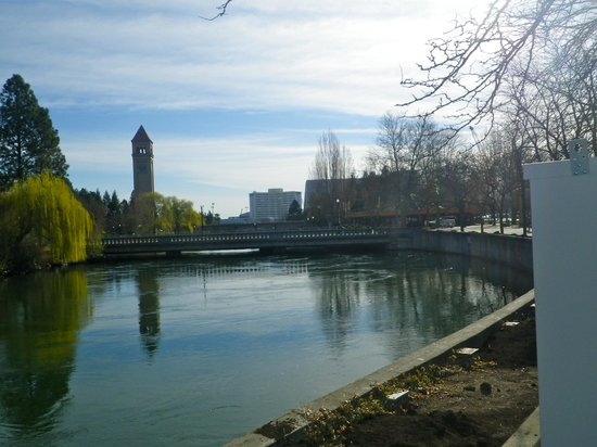 Downtown Spokane : A view towards the clock tower from the gondola plaza