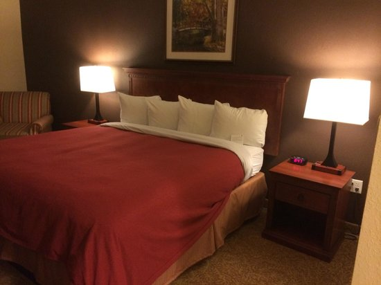 Country Inn & Suites by Radisson, State College (Penn State Area), PA: King size Bed