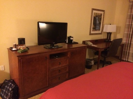 Country Inn & Suites by Radisson, State College (Penn State Area), PA: Desk and TV