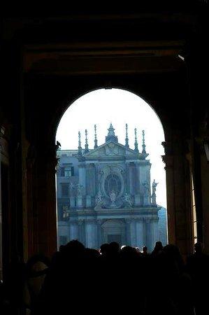 Piazza San Carlo: Torino: chiesa tra i portici