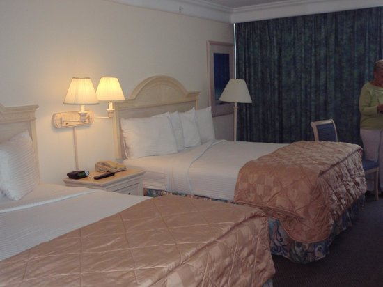 Daytona Beach Resort and Conference Center: ocean view double queen room