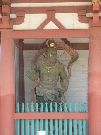 Shitennoji Temple : Muscular guardian of the Buddha