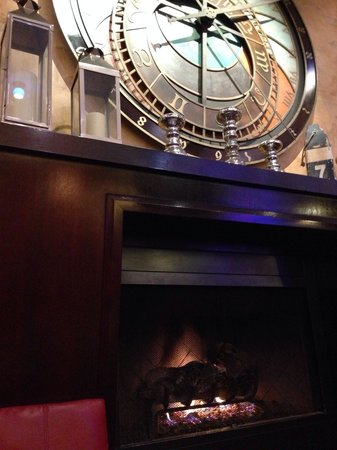 Argonaut Hotel, A Noble House Hotel : Cosy fireplace in the lobby area