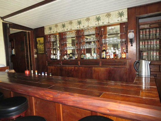 O'Keefe's Waterfront Inn: Bar