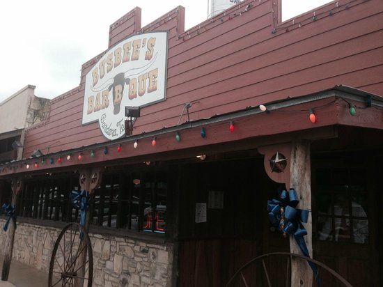 Busbee's Bar-B-Que : Outside