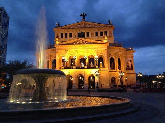 Alte Oper: Old Opera no início da noite... Simplesmente belíssima!