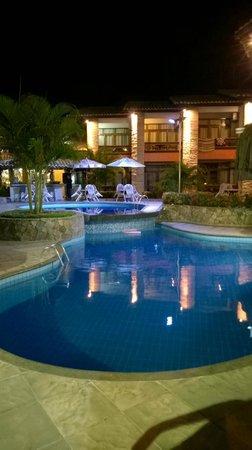 Quinta do Sol Praia Hotel: Piscina iluminada
