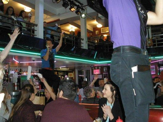 Ellen's Stardust Diner : Rockin' to Grease!!