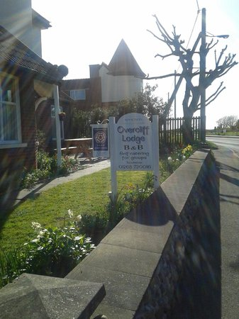 Overcliff Lodge: sign out front