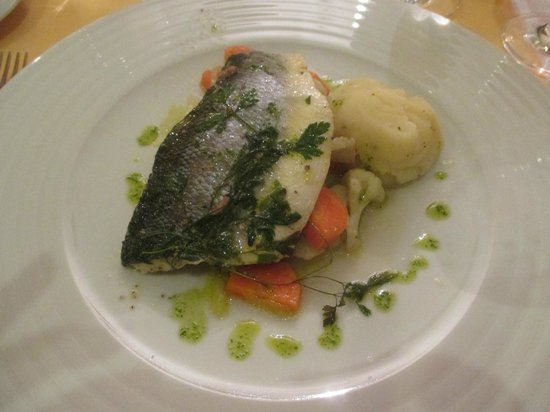 Quintinha Sao Joao: Well Presented Sea Bass Fillets