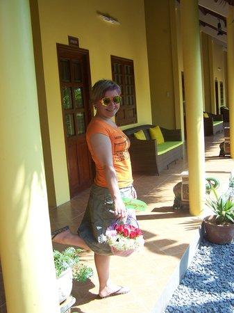 Mango Home Riverside: Basket of flower