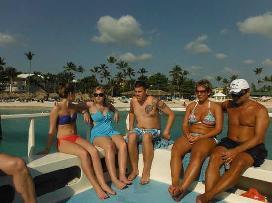 VIK Hotel Cayena Beach: New friends on a catamaran trip.