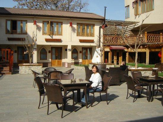 Red Wall Garden Hotel : Pleasant courtyard