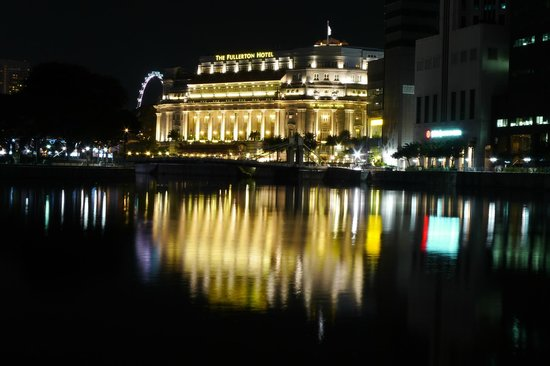 The Fullerton Hotel Singapore: fullerton by night