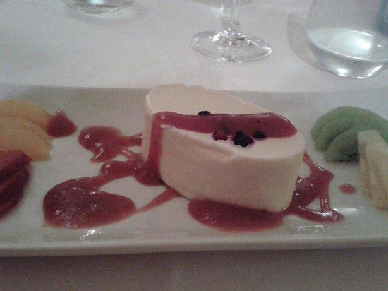 can CuarassA: Passionsfruechte Mousse mit Erdbeersauce! Excellent.....