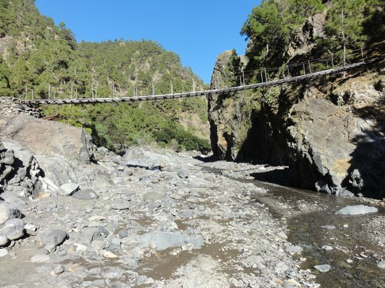 Caldera de Taburiente National Park: Brücke übern Bachbett