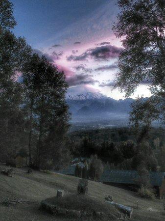 Mirador los Volcanes: Atardecer 13 de abril desde cabaña Lonquimay