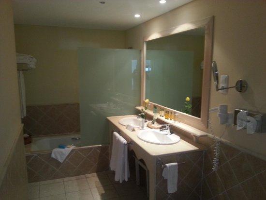 Dream Gran Castillo Resort: bathroom. oh I miss this