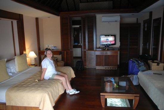 Manava Beach Resort & Spa - Moorea : Over-water Bungalo