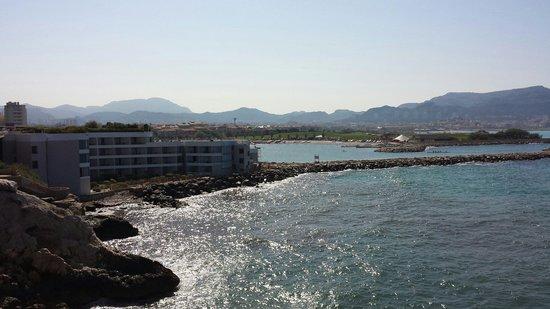 NH Marseille Palm Beach : vue sur l hotel depuis la corniche !