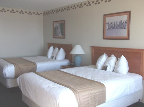Chinook Winds Casino Resort: another angle of our room