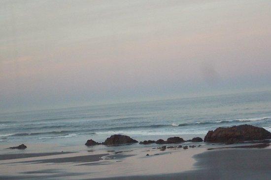 Chinook Winds Casino Resort : sunrise painting the clouds