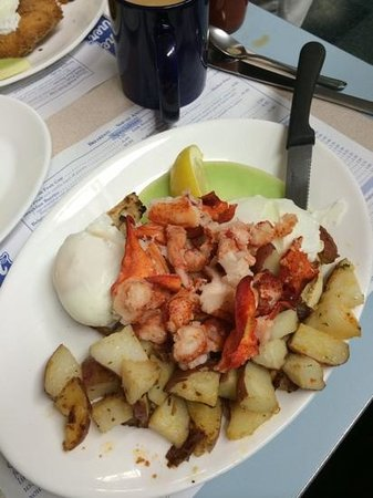 Maine Diner: Lobster Benedict minus the hollandaise