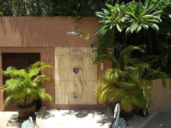 Baan Souy Resort : outdoor shower