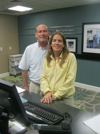 Hampton Inn & Suites Fort Myers Beach / Sanibel Gateway : A couple of the front desk staff