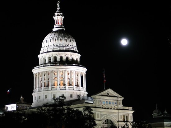 Texas State Capitol : Capitol under full moon