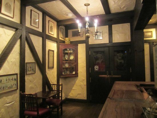 The White Horse Restaurant And Tavern: Front Door