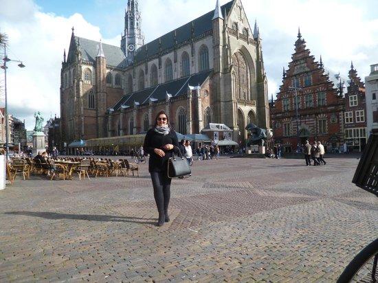 Haarlemmerstraat: catedral no centro de Haarlem