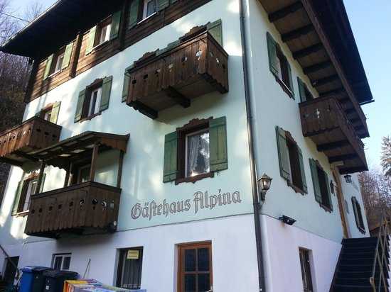 Pension Alpina: Alpina Outside