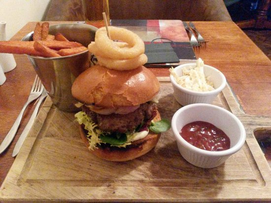 HQ Bar and Restaurant: Absolutely delicious HANDMADE burger with the best potato fries!