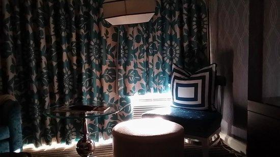 Le Meridien Delfina Santa Monica: Room's curtain