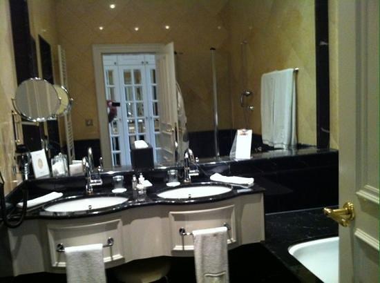 Bergisch Gladbach, Tyskland: Fetter Marmor im Bad! so soll Grand Hotel sein.