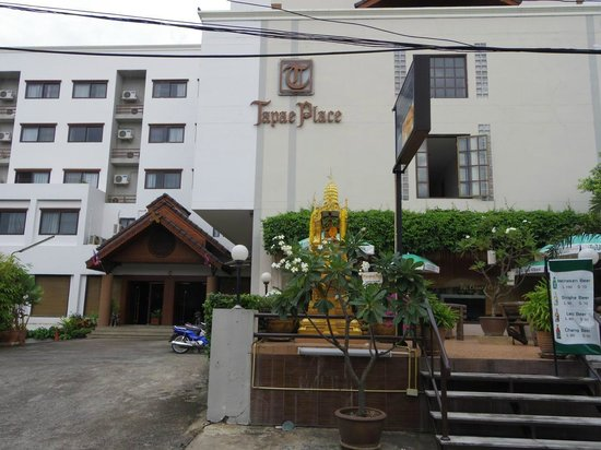 Tapae Place Hotel: 正面