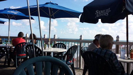 Benny's on the Beach : Right on the Ocean!