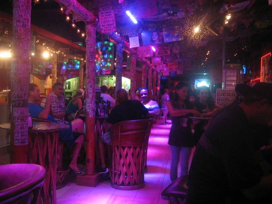 Happy Ending Cantina : Early evening in Happy Endings.