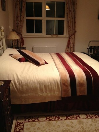 Tom & Eileen's Farm: The bed was pleasantly comfortable