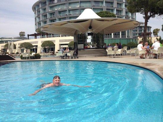 Calista Luxury Resort: Nice poolarea whith food and drinks