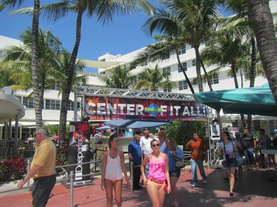 Clevelander South Beach Hotel : Center of it all