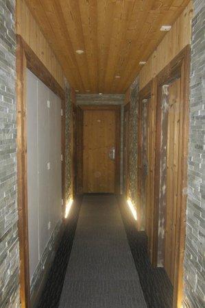 Chalet Hotel Le Collet : couloir du second étage