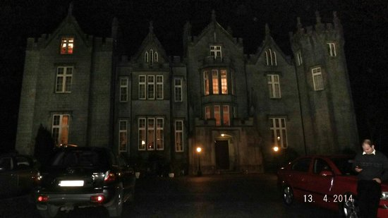 Kinnitty Castle Hotel: At night