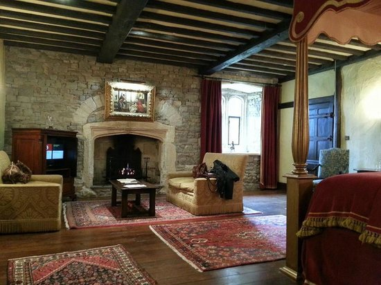 Thornbury Castle and Tudor Gardens: View of Bedford Room from bathroom entrance