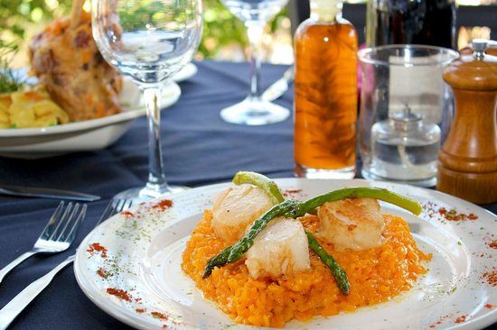 La Fontana Waterfront Grill & Pizzeria: On the Water